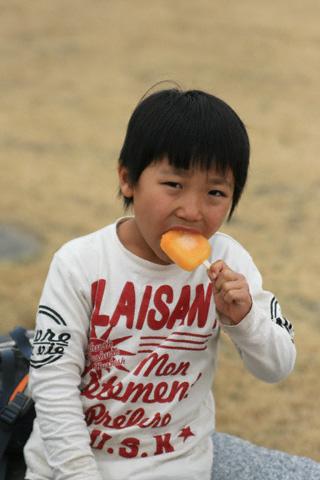 アイスを食べる恒太