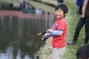 釣りをする恒太
