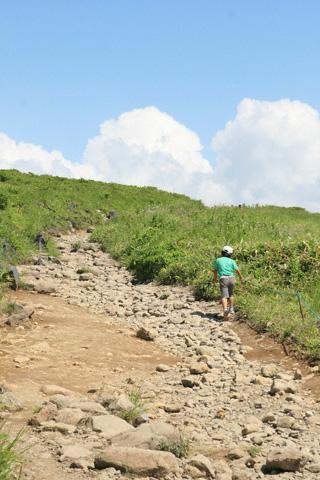 山道を登る恒太